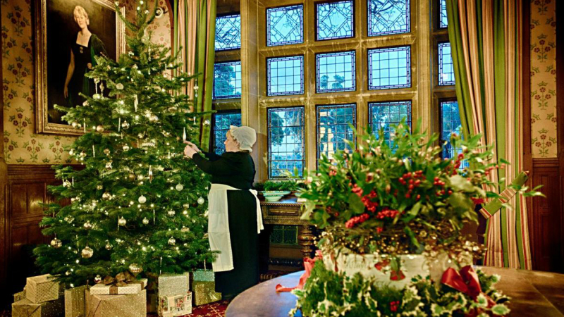 Decorating for a Victorian Christmas
