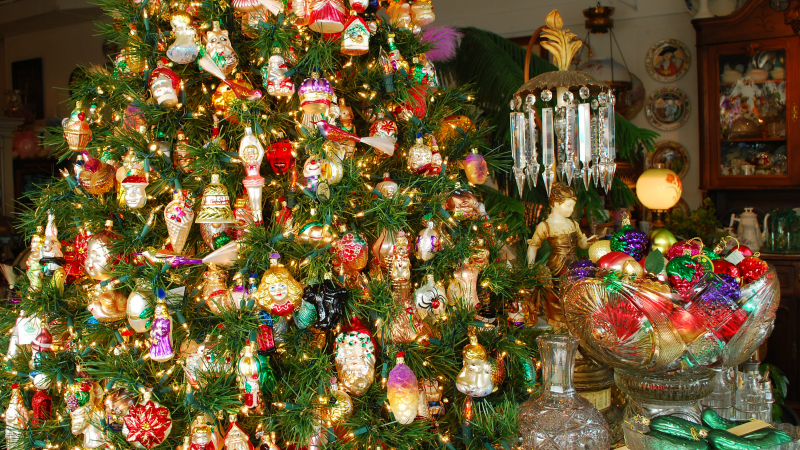Heirloom Christmas Decorations You Can Pass Down Among Generations